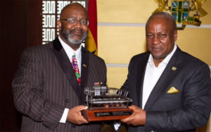 Zoetic CEO Jerome Ringo presents model of hydrokinetic turbine to President Mahama commemorating the agreement. Pic credit: Zoetic Global