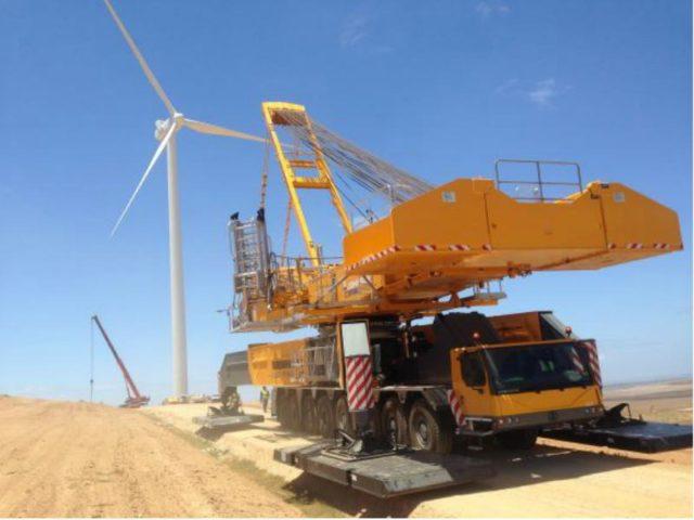 Lifting turbine blades