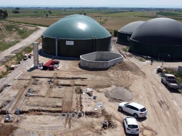 green gas biogas methane spanish cattle farm